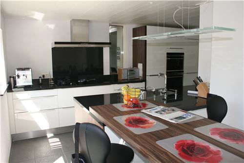Moderne strakke hoogglans keuken huyberts keukens
