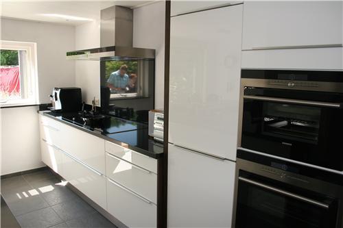 Moderne Hoogglans Keuken : Moderne strakke hoogglans keuken huyberts keukens